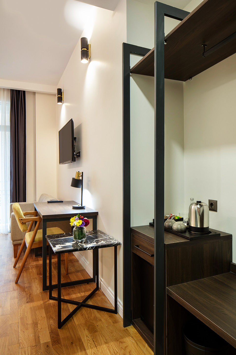 Superiro-guest-room-with-balcony
